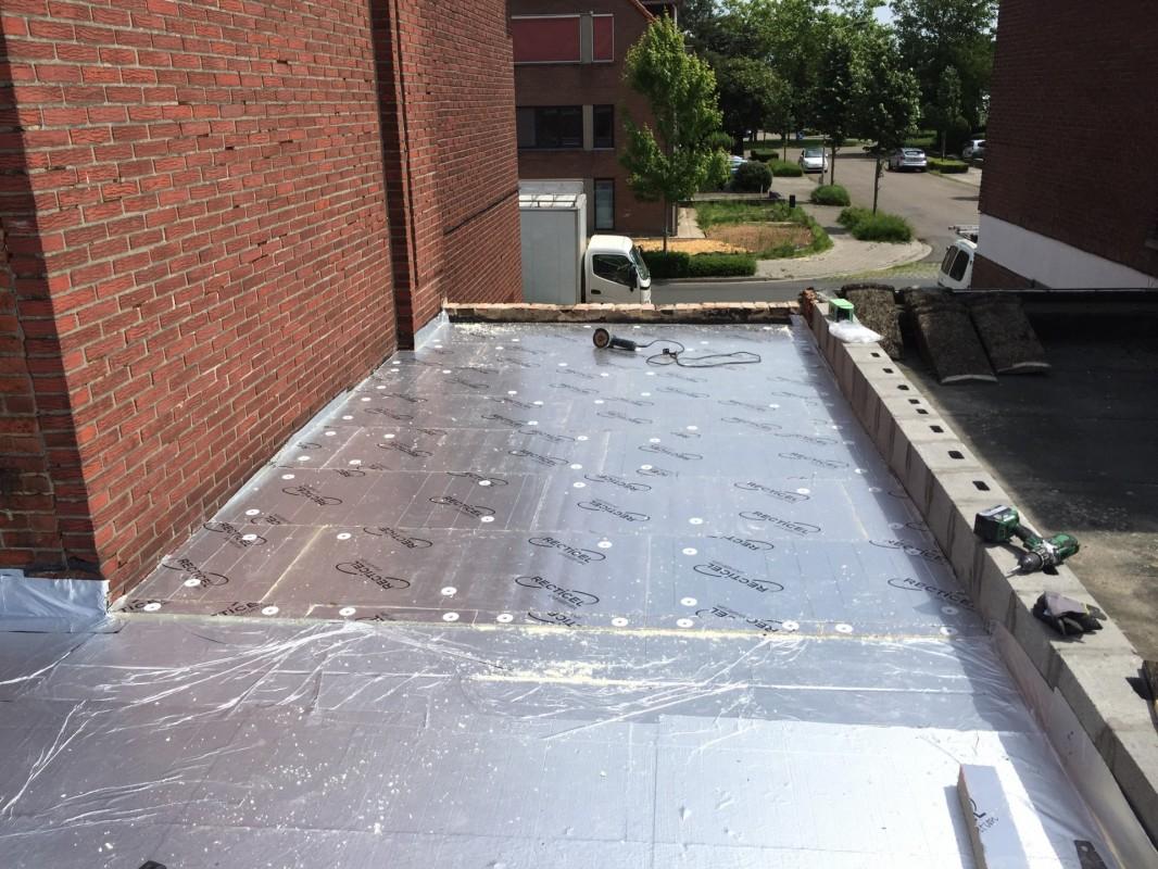Plat dak vernieuwen en isoleren imemo brecht